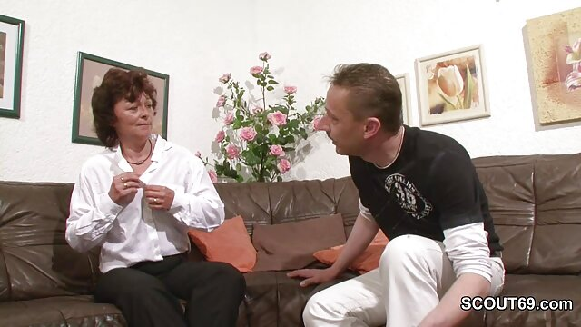 छोटे स्तनों के साथ युवा पतला प्रेमिका तंग गधे में एक इंग्लिश मूवी सेक्सी पिक्चर डिक बैंग्स