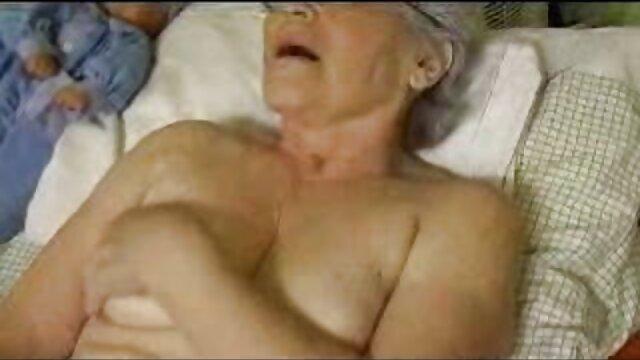 एक परिपक्व महिला अपने युवा प्रेमी में भाग गई और हर संभव सेक्सी फिल्म फुल एचडी में तरीके से खुद को सोफे पर देती है