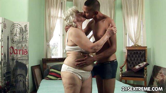 संचिका परिपक्व पत्नी अपने पैरों के साथ उसकी हिंदी पिक्चर सेक्सी मूवी पीठ पर झूठ बोलती है और अपने पति के फालूस से विलाप करती है